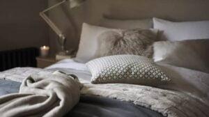 4-با طراحی اتاق خواب خود یک فضای آرام ایجاد کنید.